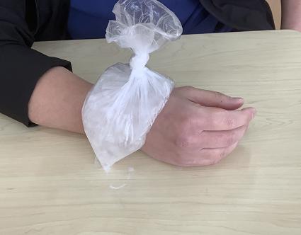 ドケルバン病・手首の痛みに対して冷やす